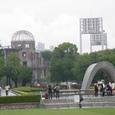 広島の復興を見届けたシンボルの共演